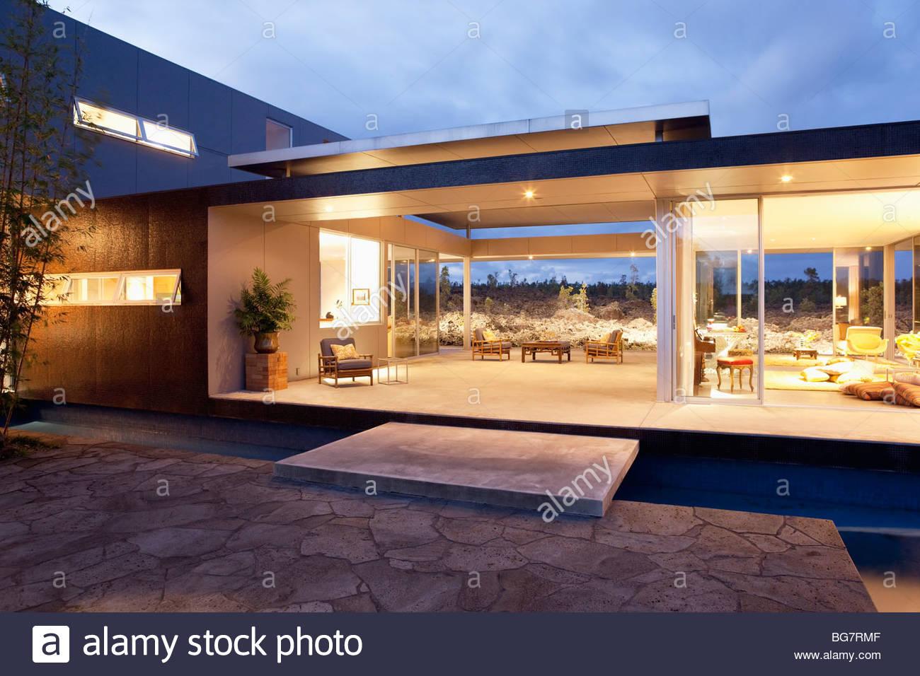 Illuminated modern house - Stock Image