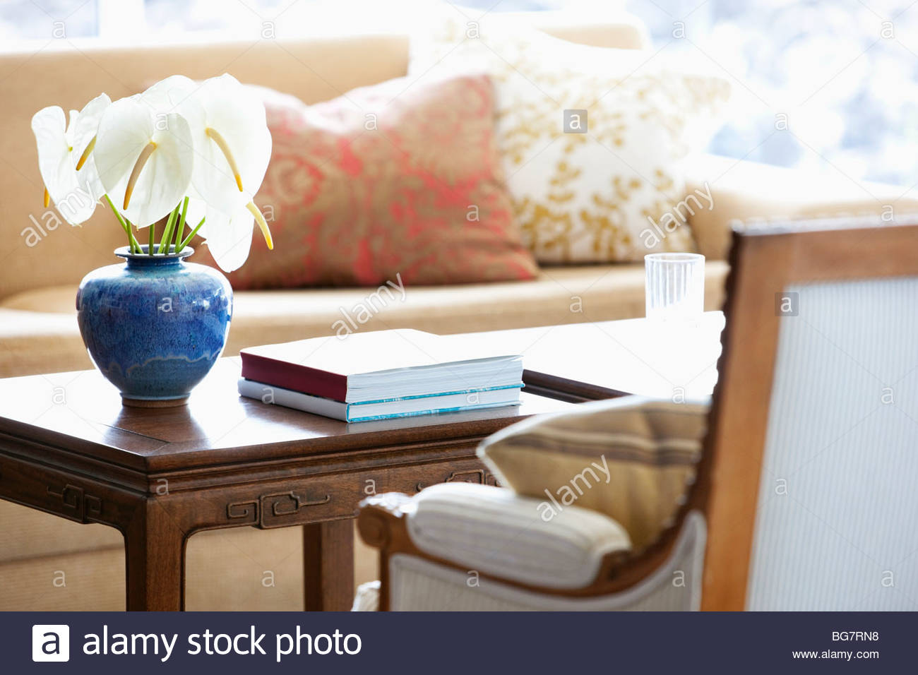 Anthuriums in vase on coffee table - Stock Image