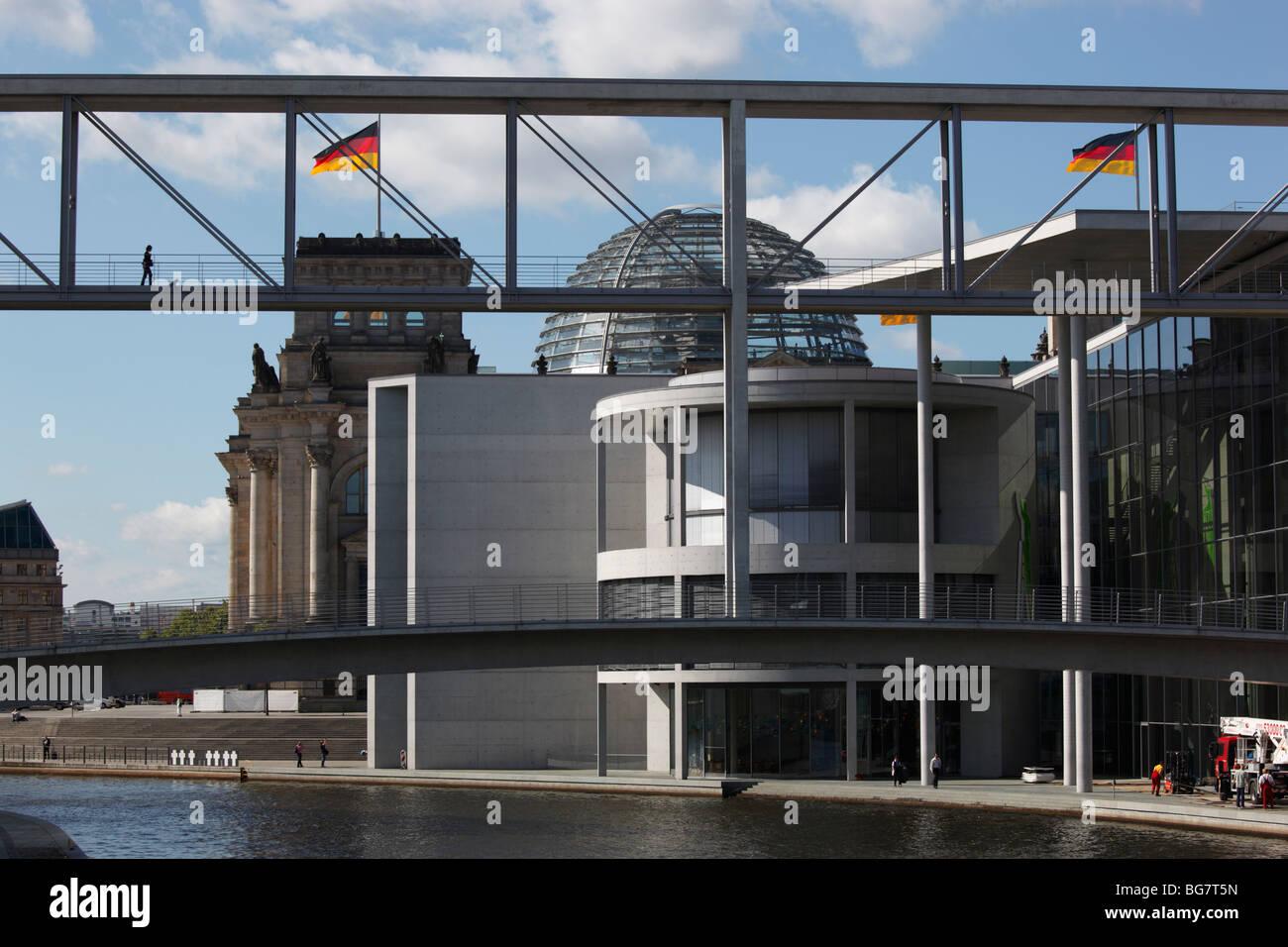 Germany, Berlin, Paul Löbe Haus, Paul Loebe Haus, Spree River, Walking Bridge - Stock Image