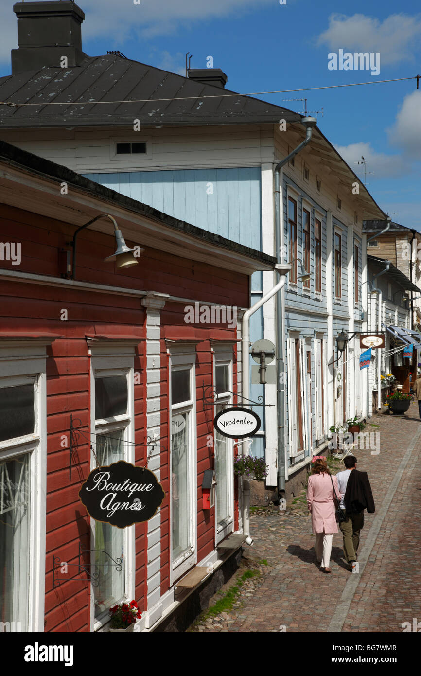 Finland, Southern Finland, Eastern Uusimaa, Porvoo, Old Town, Medieval Wooden Houses and Shops, Couple - Stock Image