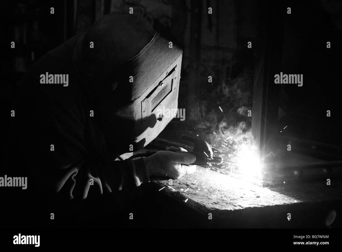 welder arc welding with mask - Stock Image