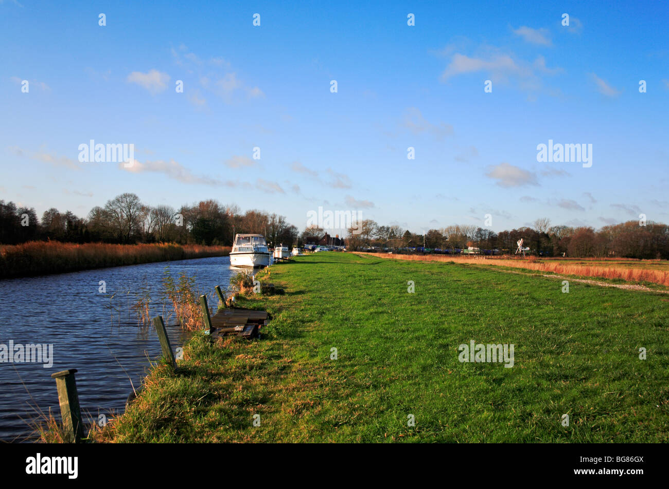Upton Dyke with moored cruisers by public footpath at Upton, Norfolk, United Kingdom. - Stock Image
