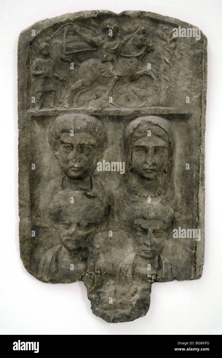 Marble funerary relief depicting a family of Macedonia. - Stock Image