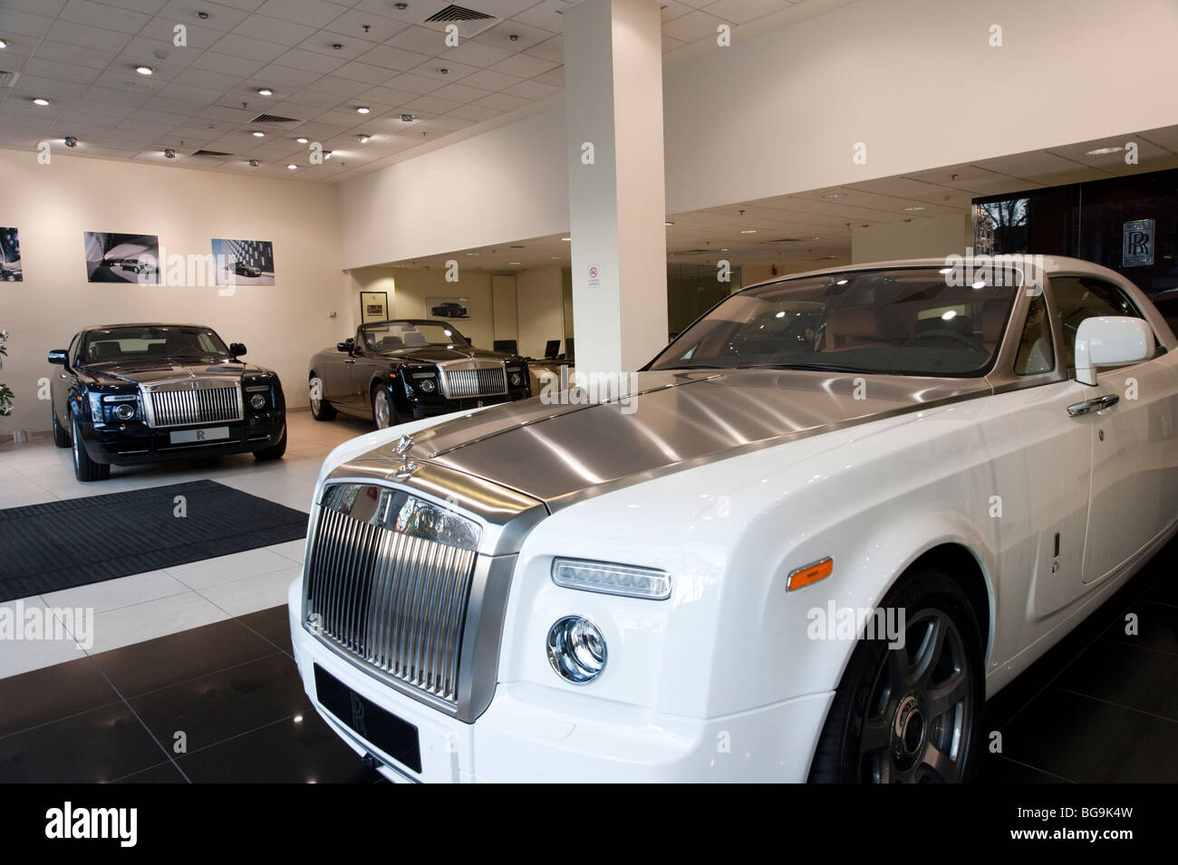 Rolls Royce car showroom, Mayfair, London, UK - Stock Image
