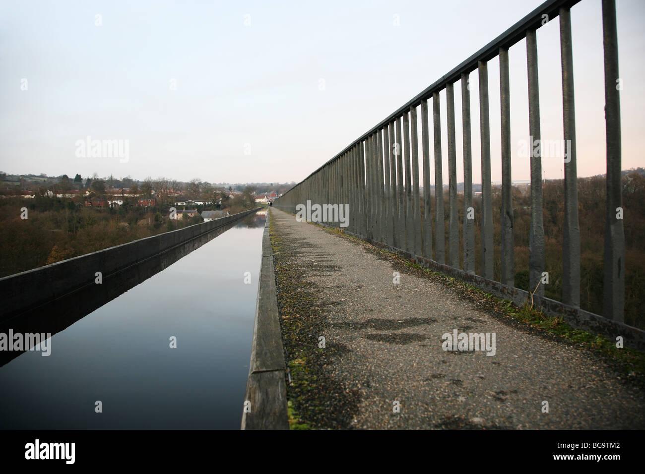 Towpath on the Pontcysyllte Aqueduct nr. Llangollen, Wales - Stock Image