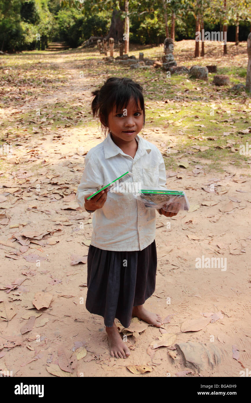 Young Cambodian girl selling postcards - Stock Image