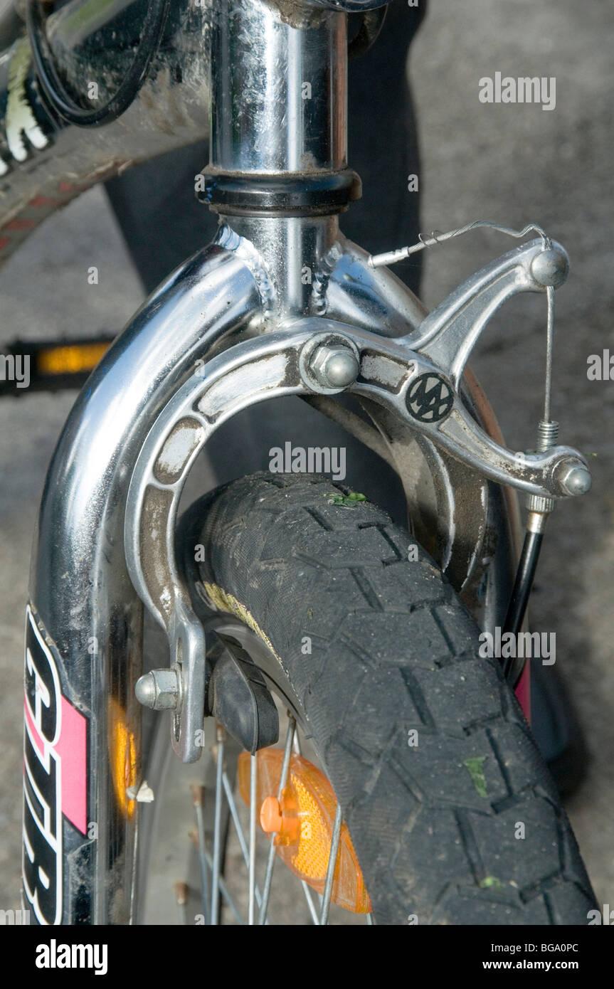 front brake brakes cycle bike bikes caliper pads blocks blocks  diy repair repairs maintenance wheel wheels friction - Stock Image