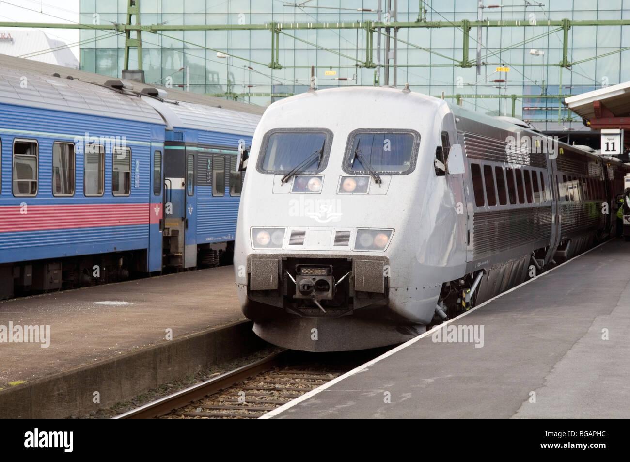 x2000 high speed swedish train trains tilting tilt leaning sweden station - Stock Image