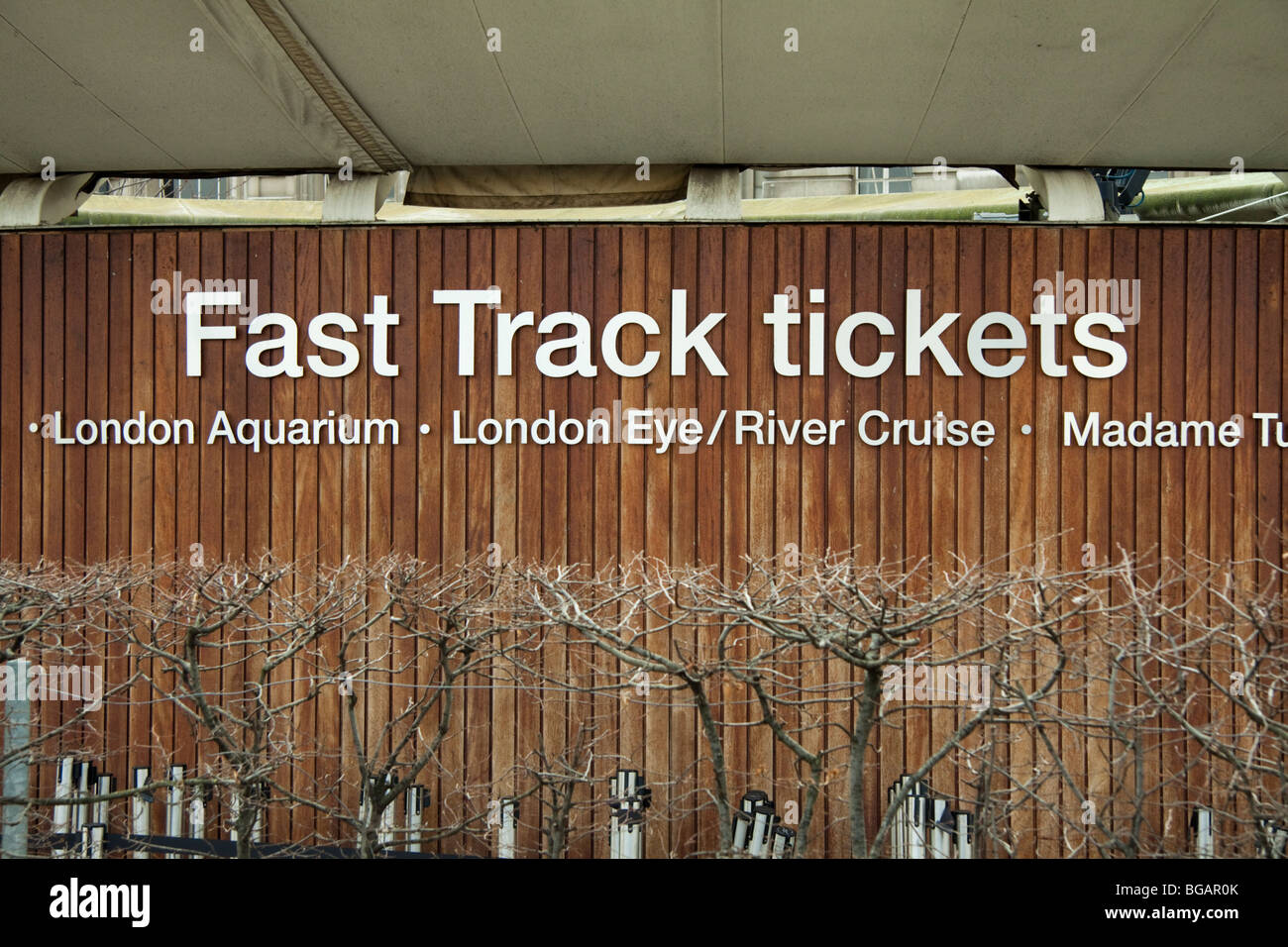 Fast track ticket booth in London, England, selling tickets for the London Aquarium, London Eye, Madame Tussauds. - Stock Image