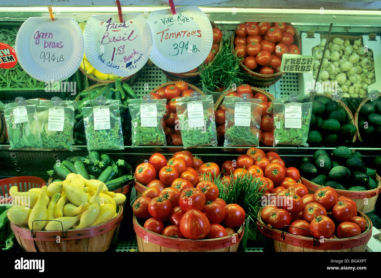 Fresh vegetables at produce stand, California - Stock Image