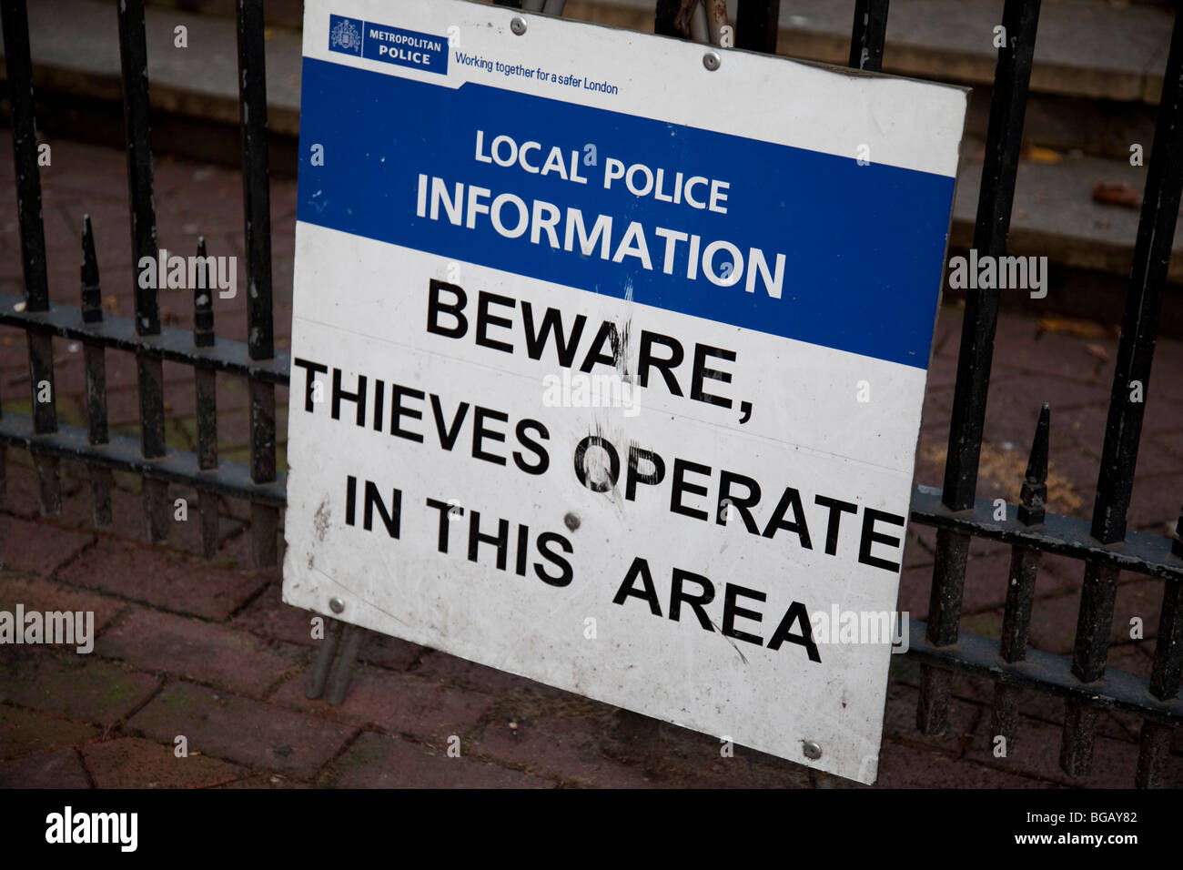 Sign warns of thieves operating in the area. - Stock Image