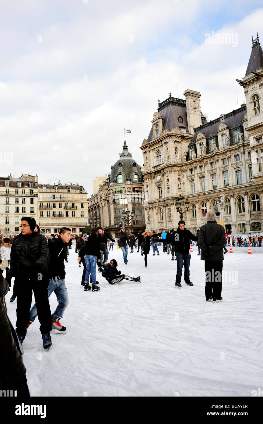 Paris, France, Young People Ice Skate outdoors outdoor 'ice rink' - Stock Image