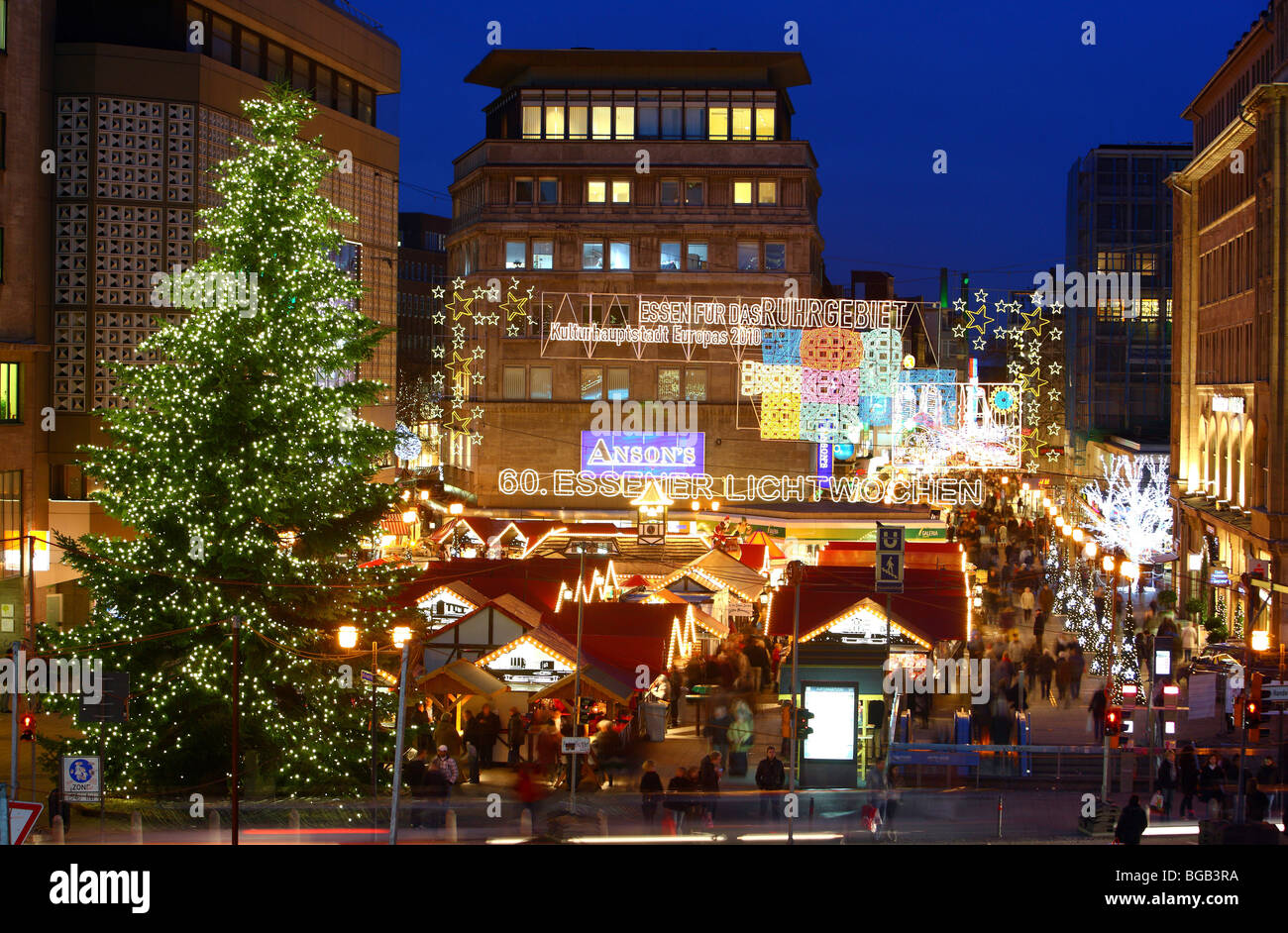 Christmas market in the inner-city of Essen, Kennedy Place, NRW, Germany, Europe. - Stock Image
