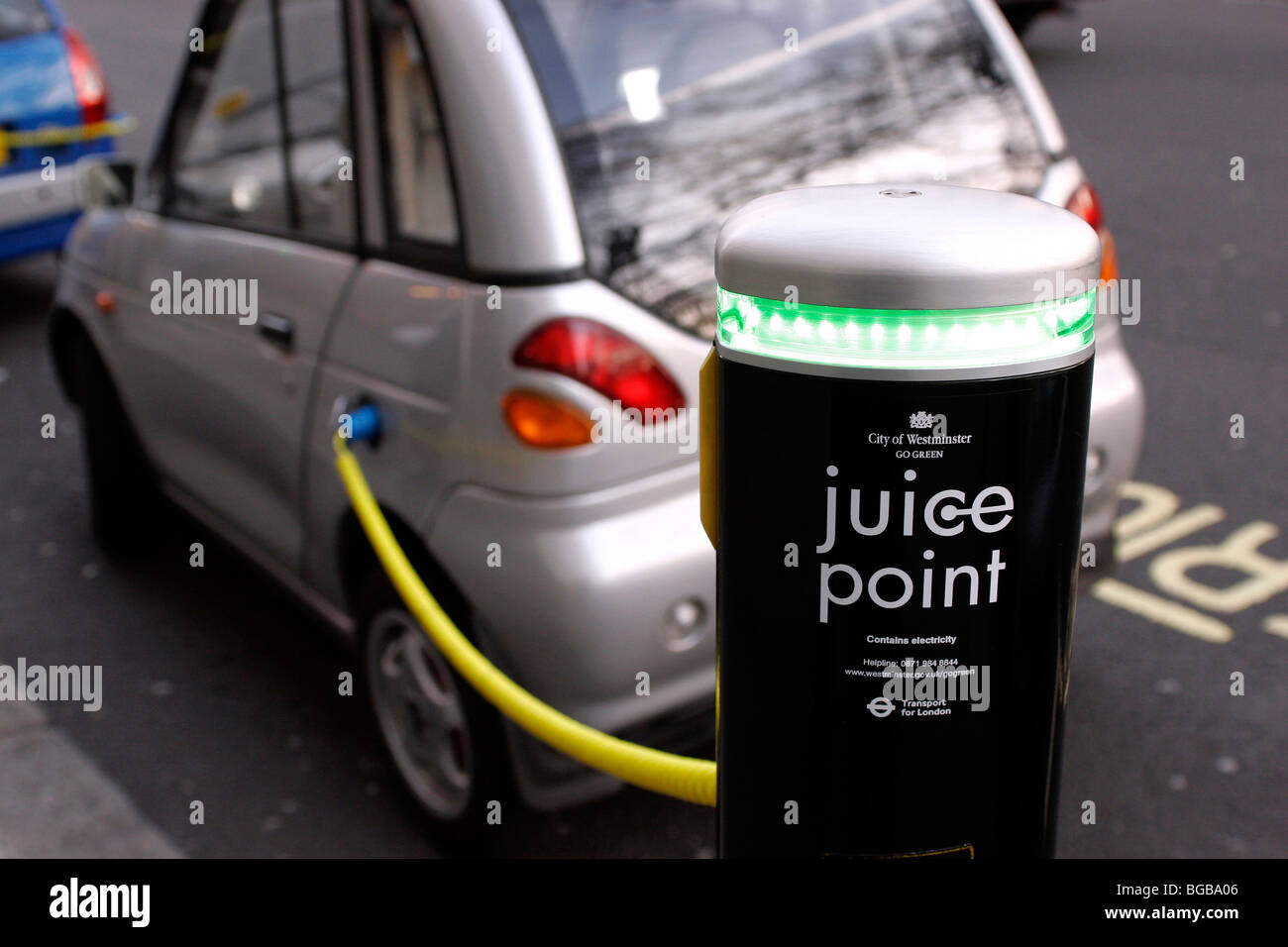 England, London, Westminster, Electric Car Juice Point where electric vehicles charge their batteries - Stock Image