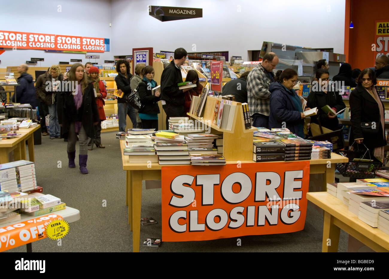 Borders Bookstore closing down sale Watford Hertfordshire - Stock Image