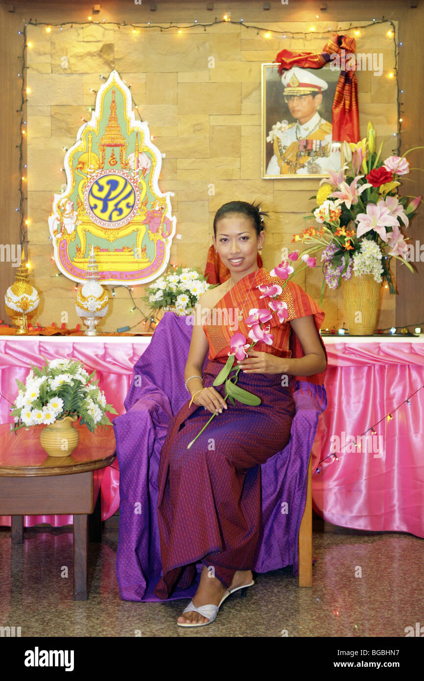 Frau aus Thailand in traditionellem Kostuem - Stock Image