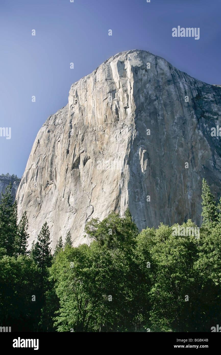 el capitan 3000 foot vertical rock formation in yosemite national