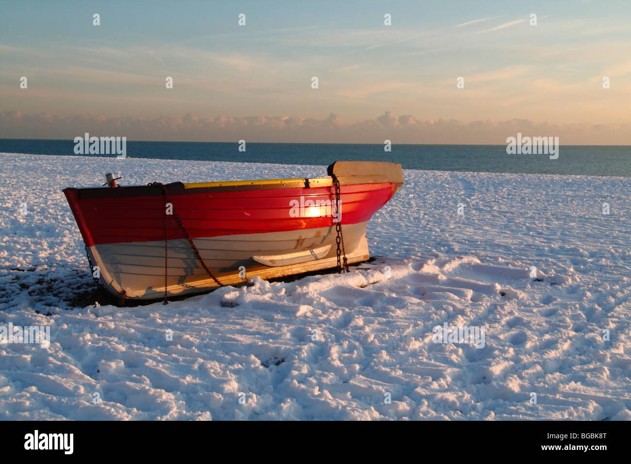 Snow on the city beach (Brighton, England) - Stock Image