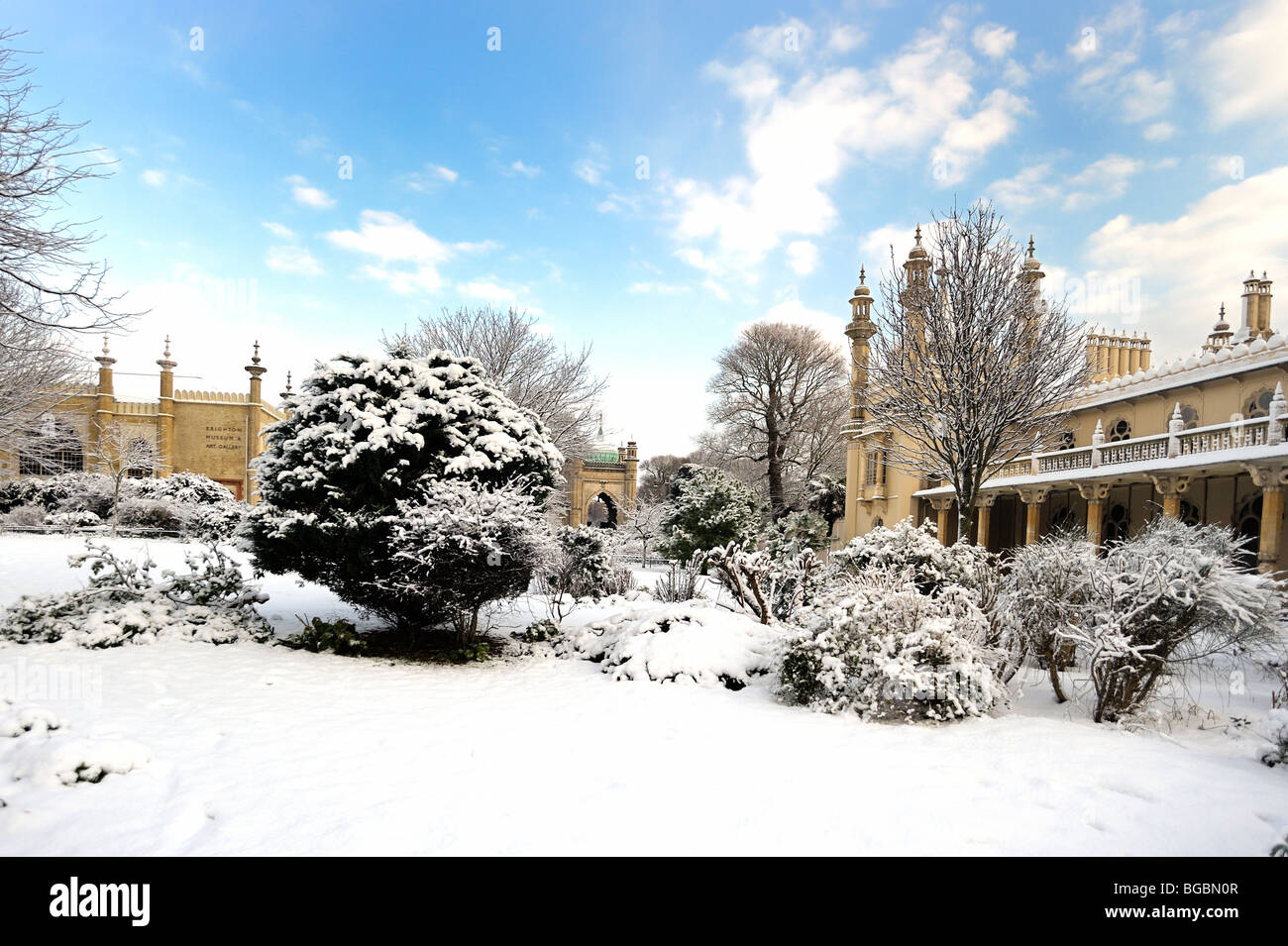 The gardens of Brighton Pavilion covered in snow Stock Photo