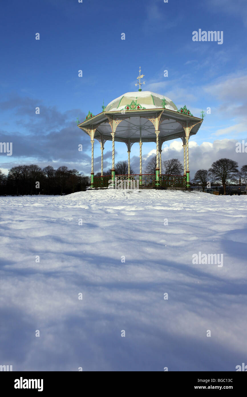 The Victorian traditional bandstand in Duthie Park in Aberdeen, Scotland, UK, seen in the snow in winter - Stock Image