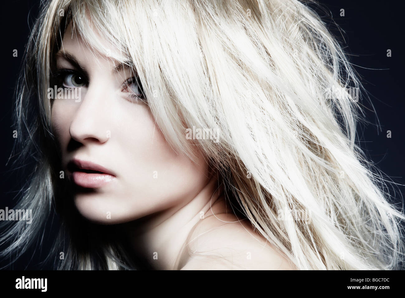 einzelne blonde Frauen