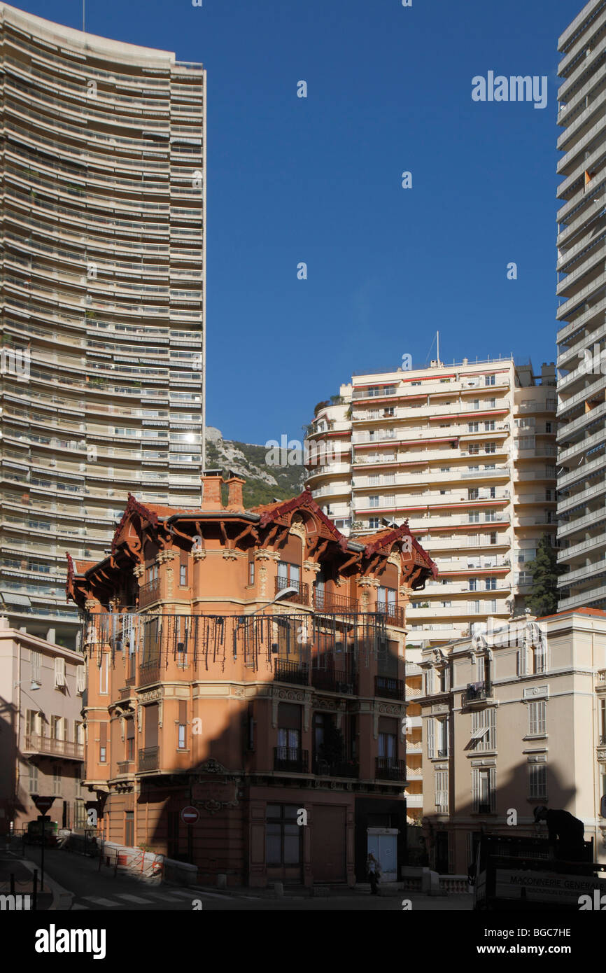 Historic house wedged between skyscrapers on the Boulevard d'Italie, Monaco, Cote d'Azur, Europe - Stock Image