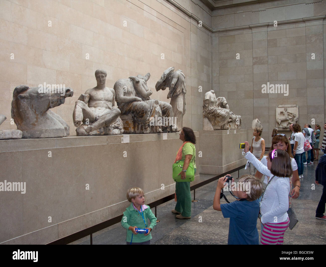 Children taking photo's of Statuary from the East Pediment of the Elgin Marbles, British Museum, London Stock Photo