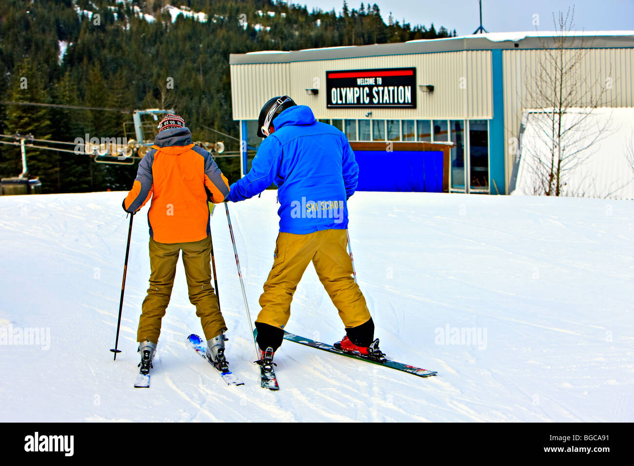 Ski instructor with a student on Whistler Mountain, Whistler Blackcomb, Whistler, British Columbia, Canada. - Stock Image