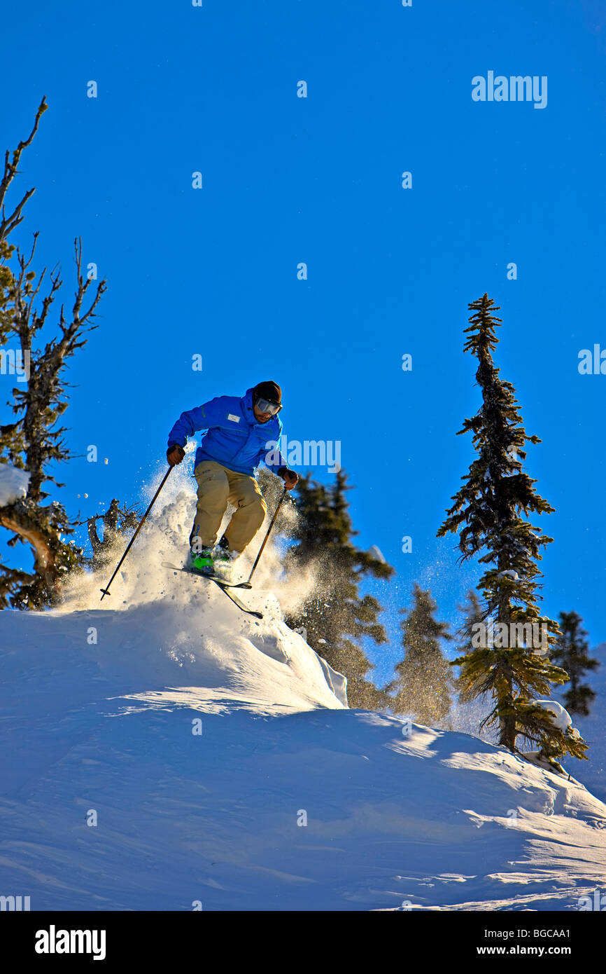 Skier on the upper slopes of Whistler Mountain, Whistler Blackcomb, Whistler, British Columbia, Canada. - Stock Image