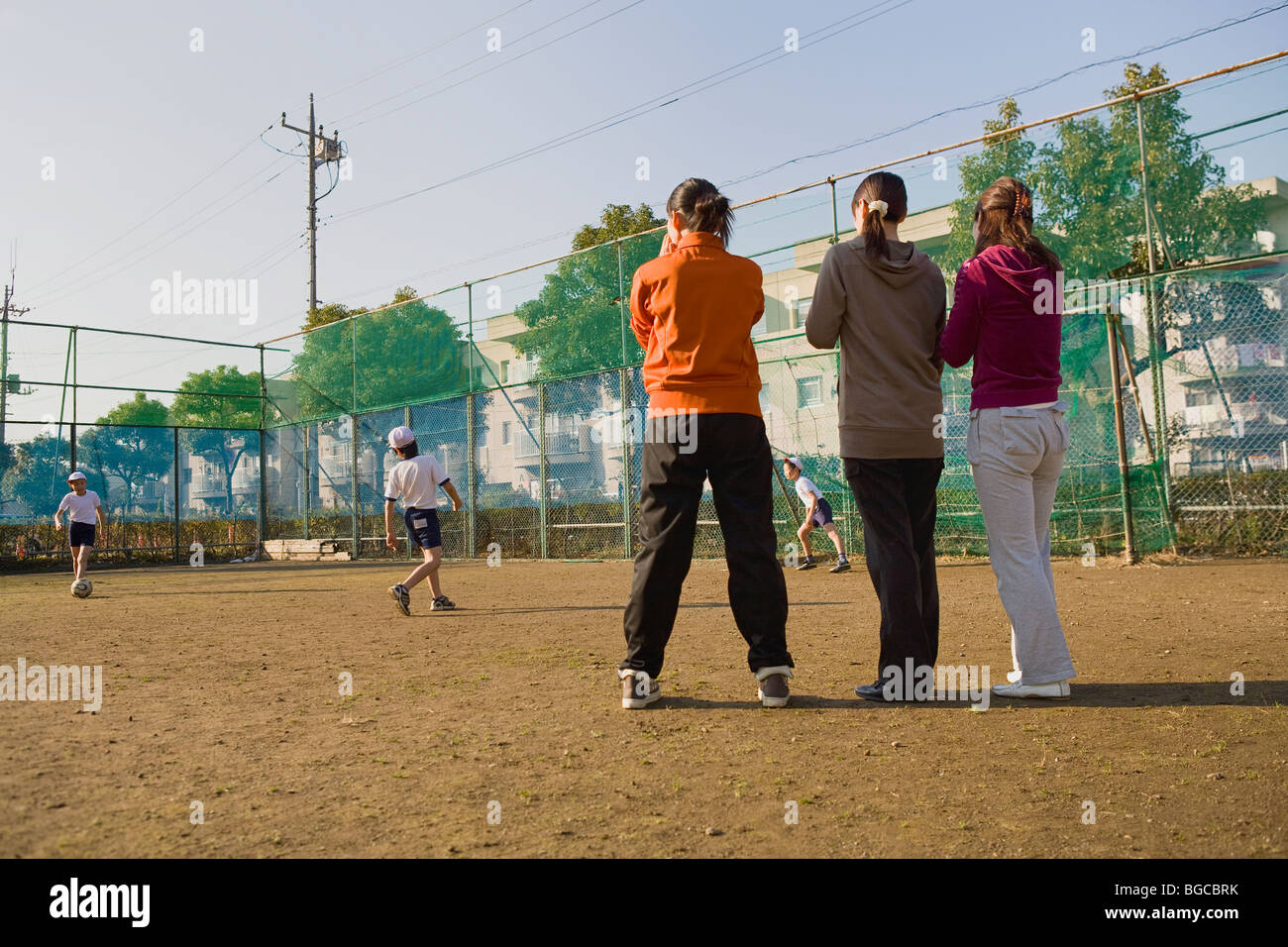 Three mothers cheering children - Stock Image