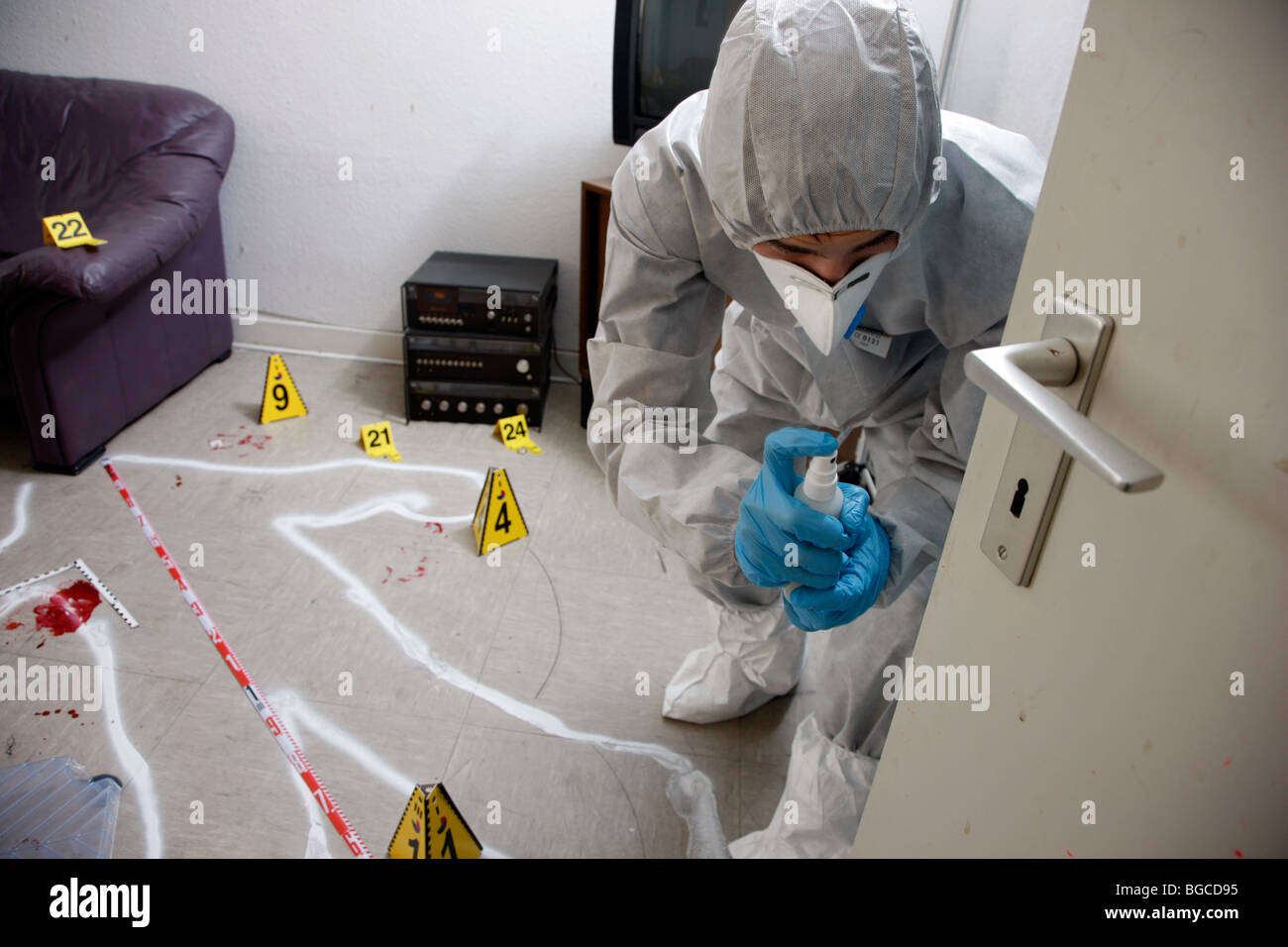 an analysis of forensics and crime scene investigation in law enforcement Crime scene investigators are the foundation for every criminal investigation the admissibility and persuasiveness of evidence in court, and in turn, the success of a case, is largely dependent upon the evidence being properly collected, recorded, and handled for future analysis by investigators and forensic analysts in the lab.