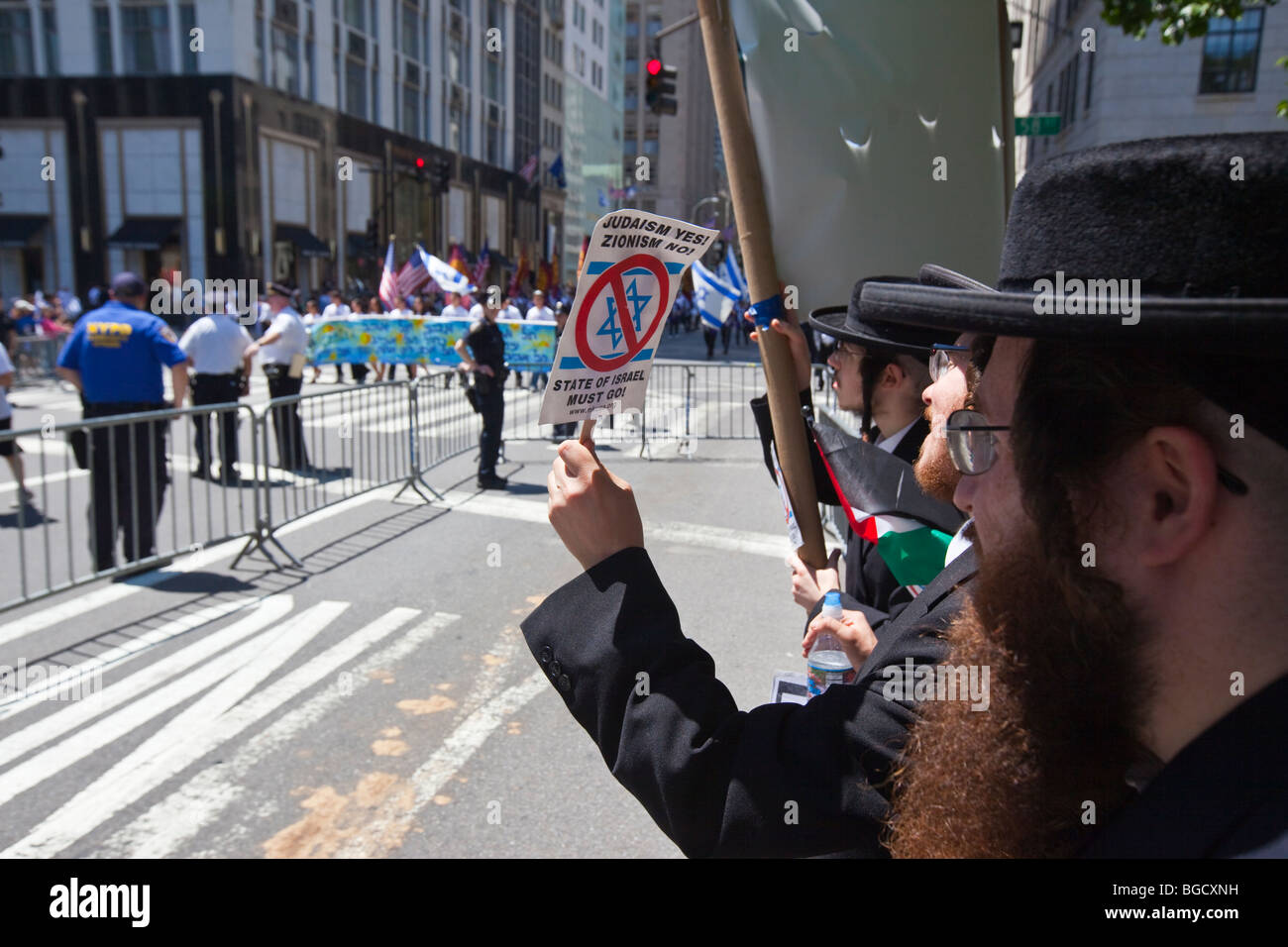 Hasidic Jewish Rabbis against Zionism at the Israel Parade in New York City - Stock Image