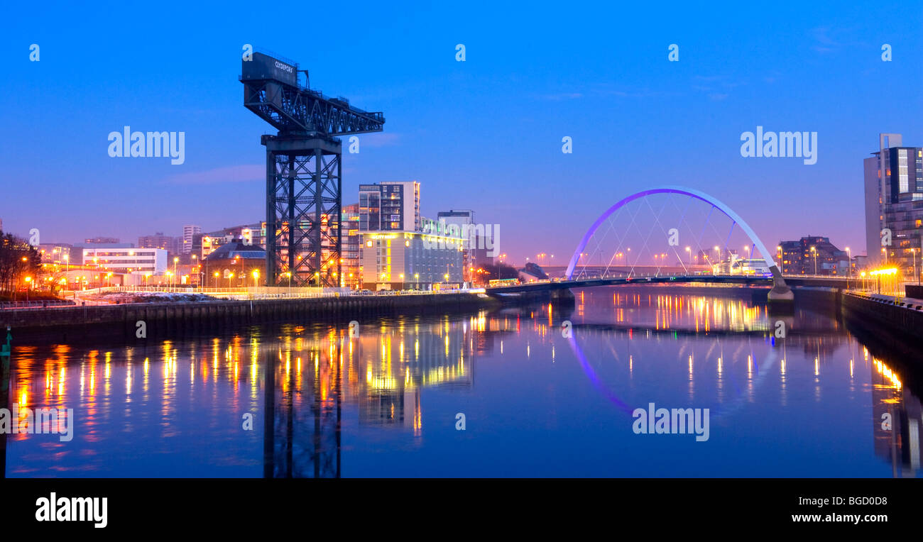 Looking to Finnieston crane and squinty bridge on the River Clyde, Glasgow at night. Winter (Dec) 2009. - Stock Image