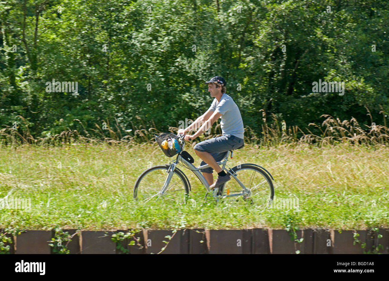 Cycling on the Canal de Bourgogne towpath at Commissery, near Tonnerre in the Yonne (89) departement of France - Stock Image