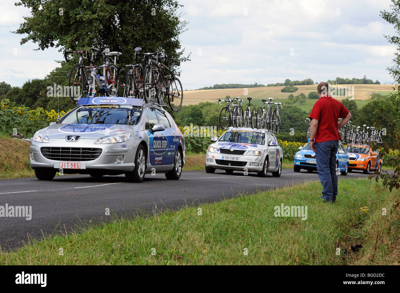 Quick Step and Francaise des Jeux team car on a stage of the 2009 Tour de France near Ratilly in the Yonne (89) - Stock Image