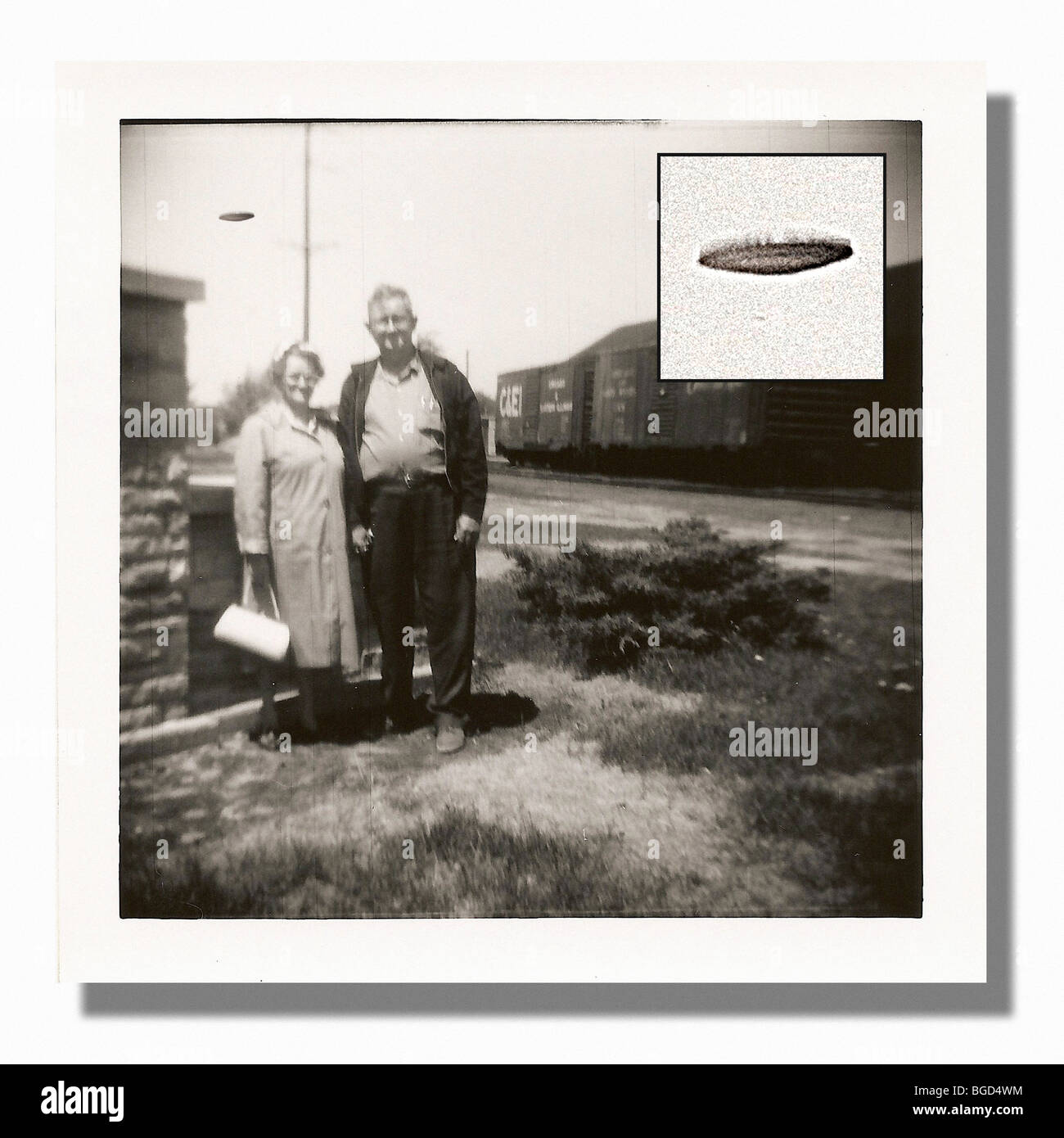 """Vintage"" UFO sighting (Old Polaroid image with UFO in background.  UFO enlarged & inset) - Stock Image"
