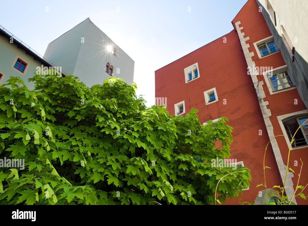 'Hinter der Grieb' REGENSBURG patio inner courtyard tower old city green tower sun roof red Bavaria UNESCO - Stock Image