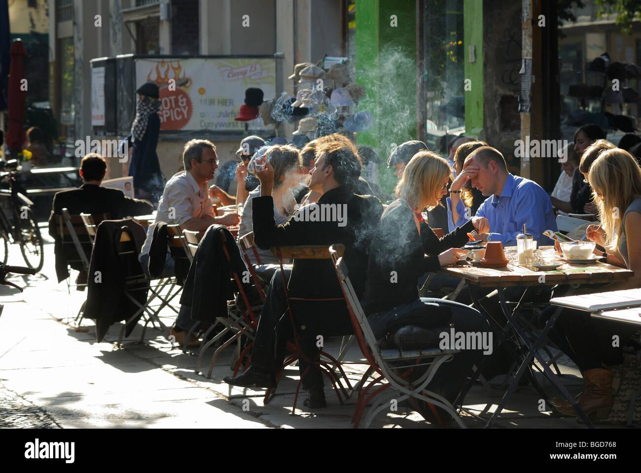 Typical Prenzlauer Berg street scene. Cafes, restaurants, passersby. Kastanienallee, Prenzlauer Berg district, Berlin, - Stock Image