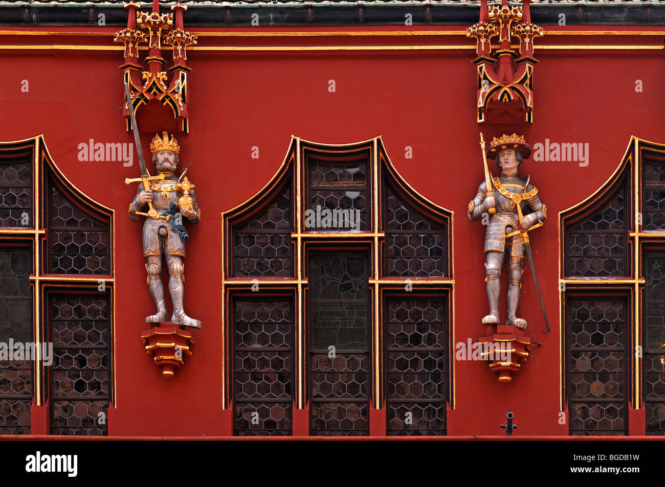Figures of two Habsburg rulers on the Historisches Kaufhaus historical department store, 1520, 24 Muensterplatz - Stock Image