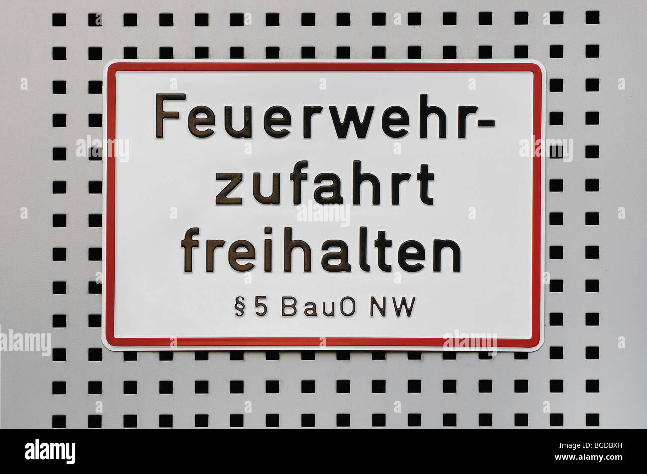 Sign, Feuerwehrzufahrt freihalten, ss 5 BauO NW, German for Keep fire service access clear, according to paragraph - Stock Image