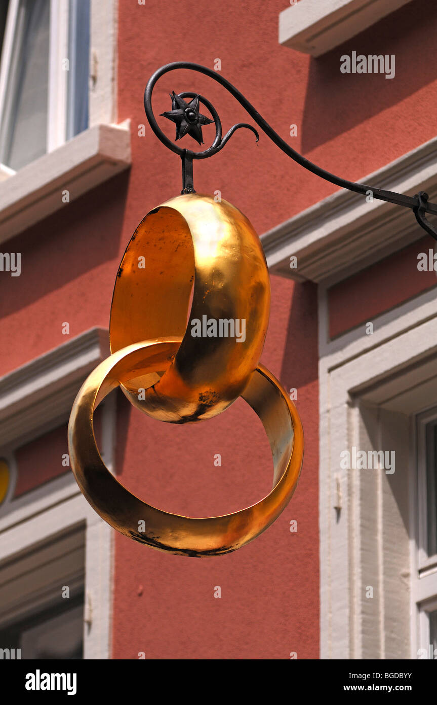 Two gold wedding rings as a sign outside a jewellery store, Freiburg im Breisgau, Baden-Wuerttemberg, Germany, Europe - Stock Image