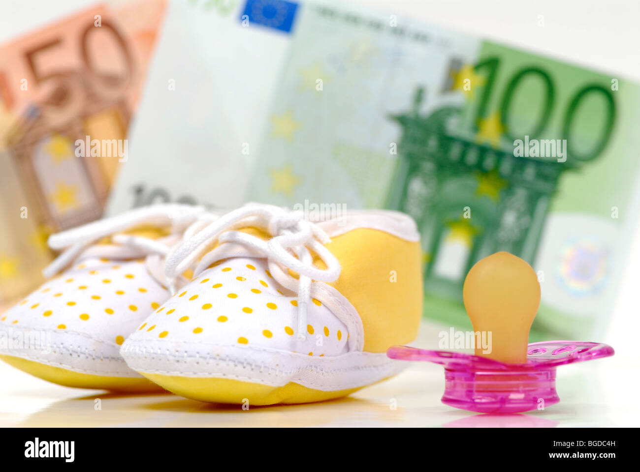 Pacifier, children's shoes and EUR 150 child care cash benefit - Stock Image