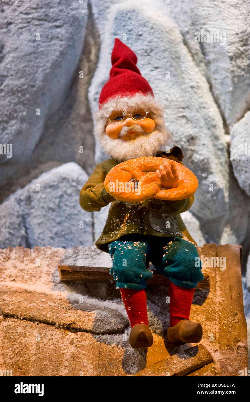 Christmas pixy with a pretzel cake on top of the roof - Stock Image
