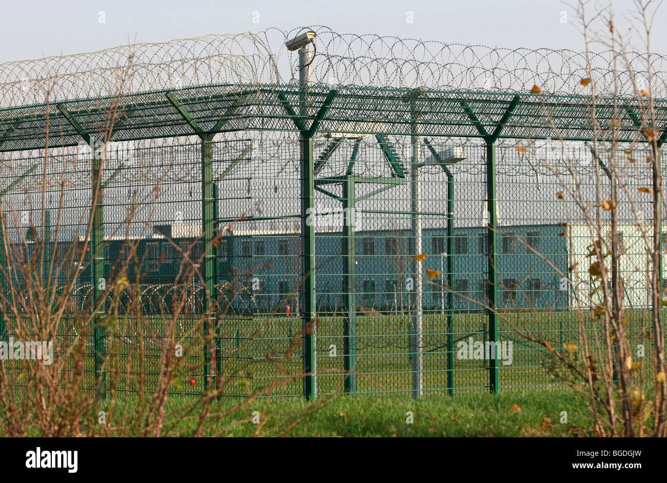 Double fences surrounding the Nettegut psychiatric clinic where many criminal offenders are housed, Weissenthurm, - Stock Image