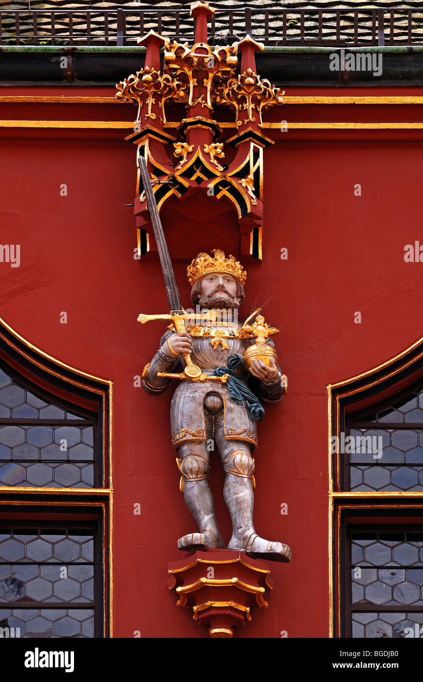 Figure of a Habsburg ruler on the Historisches Kaufhaus historical department store, 1520, 24 Muensterplatz cathedral - Stock Image