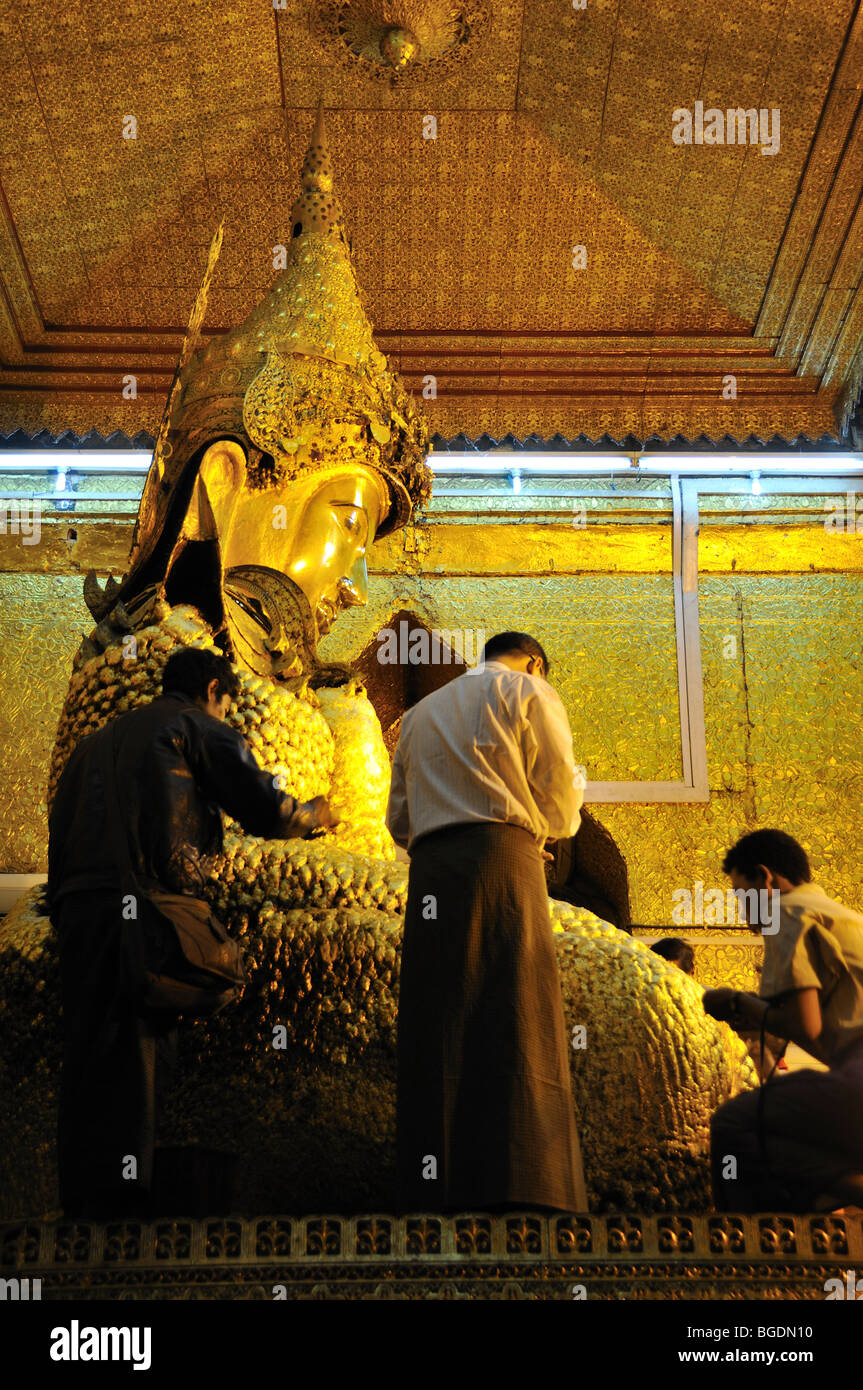 Golden Buddha Statue, Mahamuni Pagoda, Mandalay, Burma, Myanmar - Stock Image