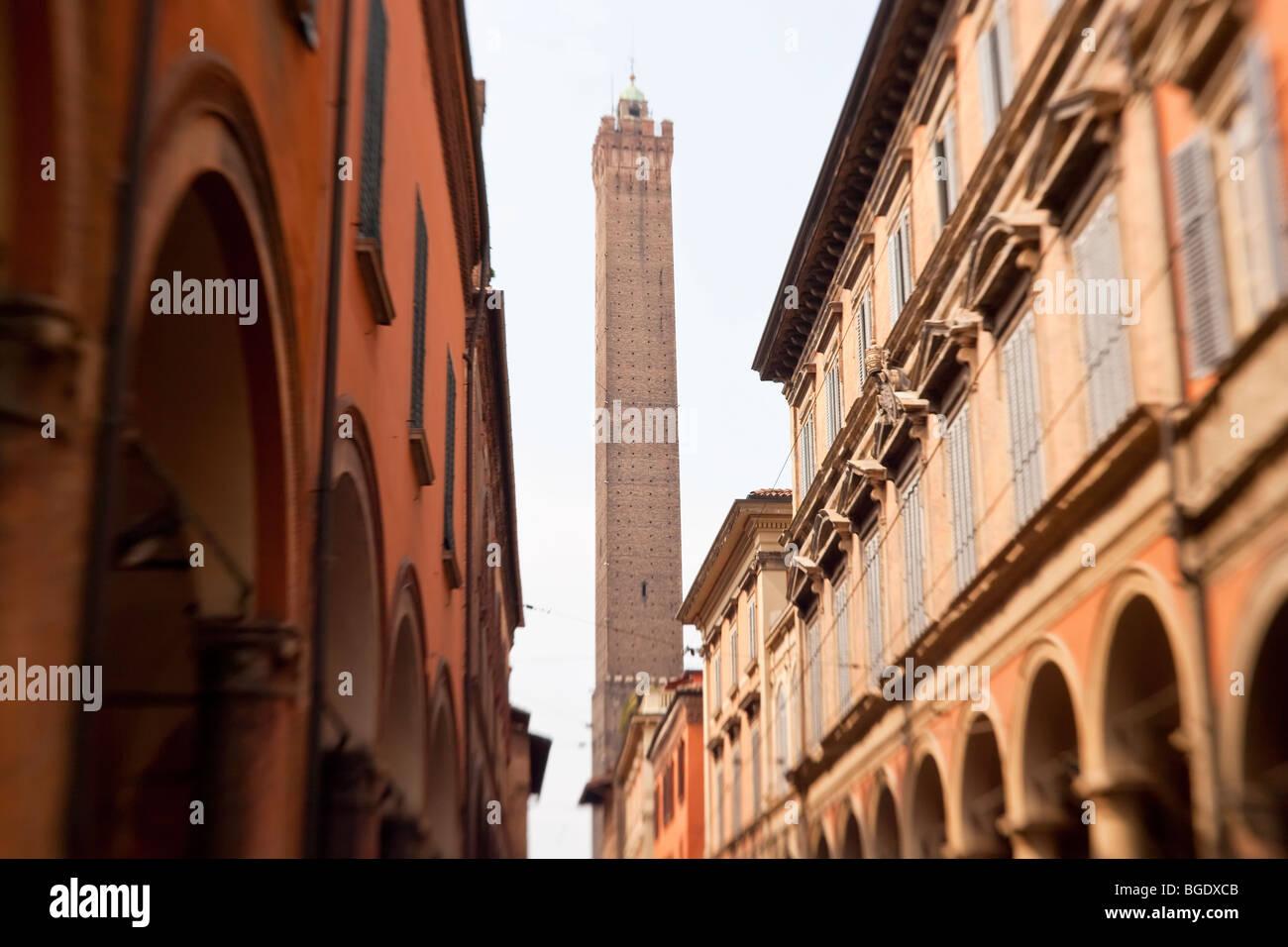 Le Du Torri Tower & street, Bologna, Emilia Romagna, Italy - Stock Image