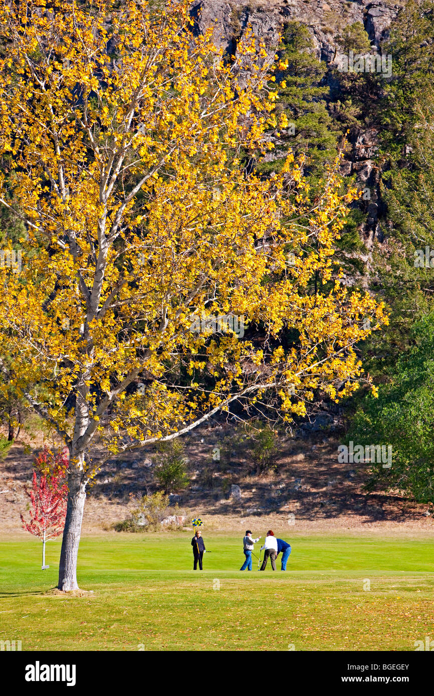 People playing golf at the Twin Lakes Golf & RV Resort during fall, Marron Valley, Highway 3A, Okanagan-Similkameen - Stock Image