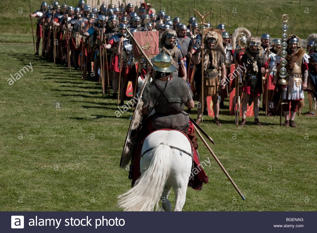 roman soldiers doing drill training - Stock Image