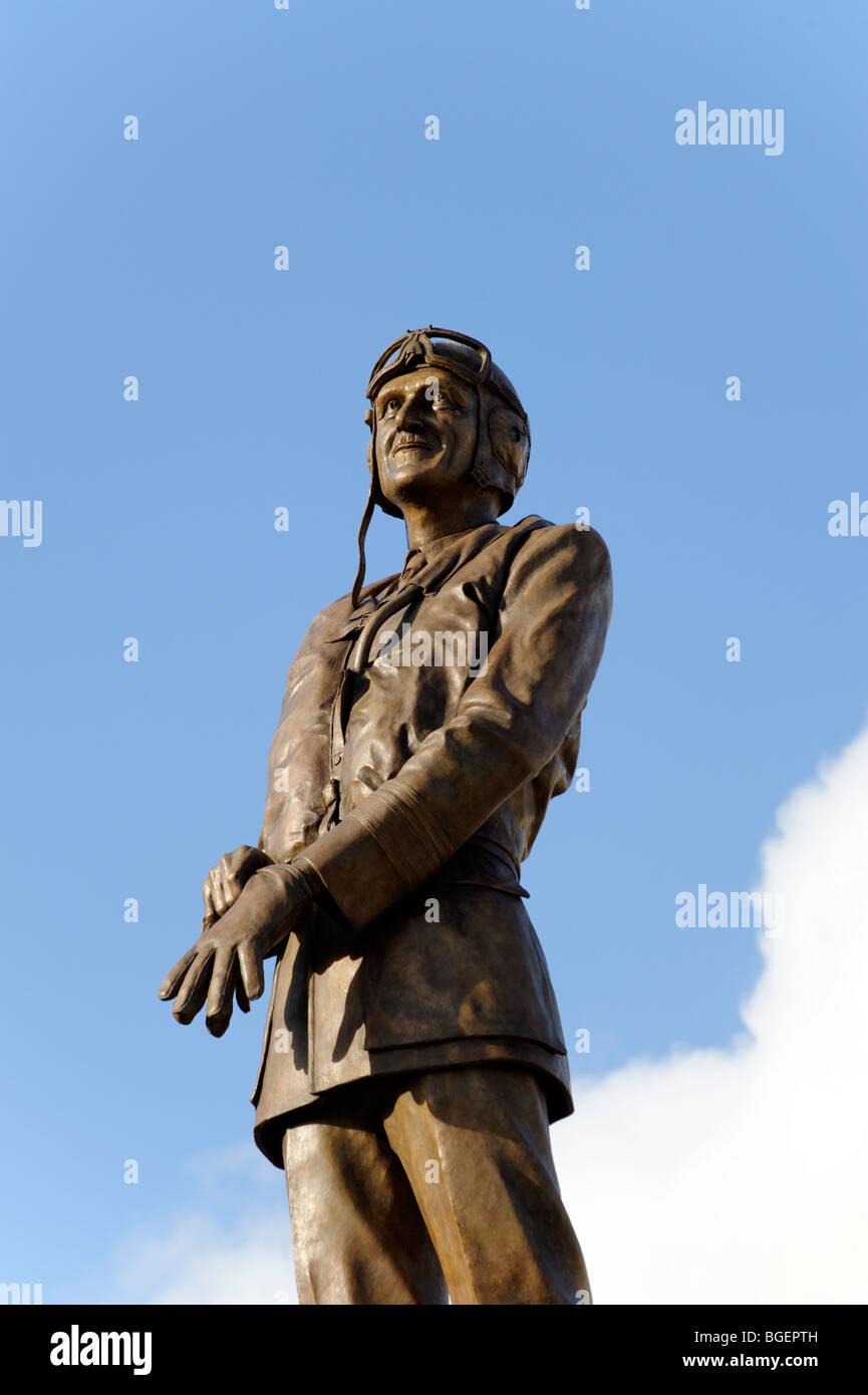 Statue of Air Chief Marshal of Sir Keith Park 'Defender of London' 1940. Sculpture Les Johnson. Trafalgar - Stock Image